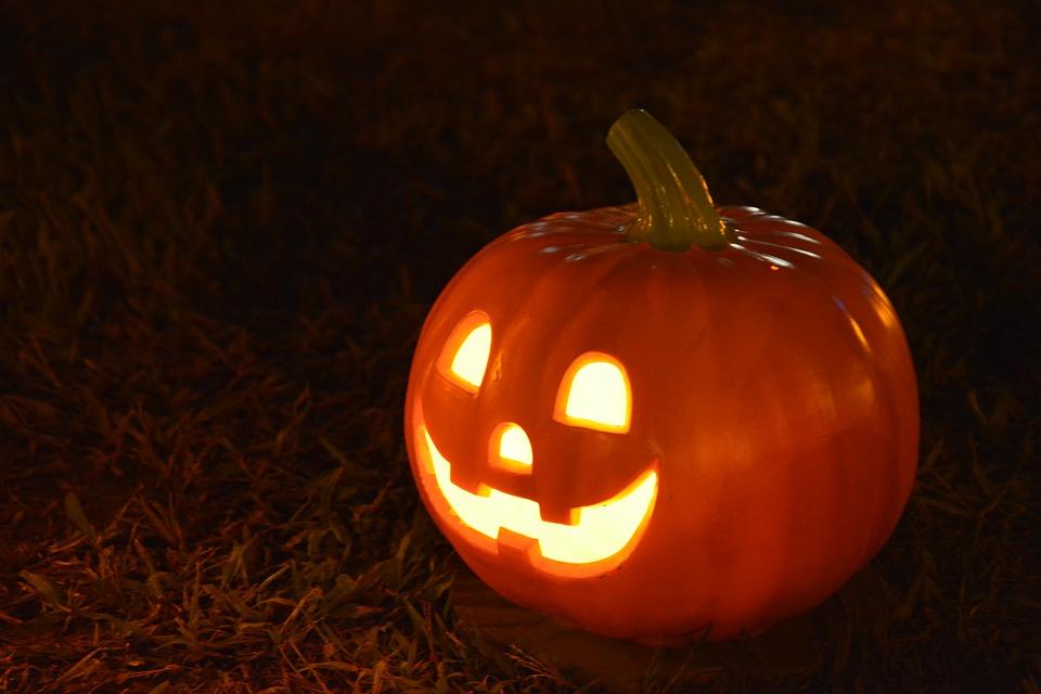 fall_carve_pumpkin