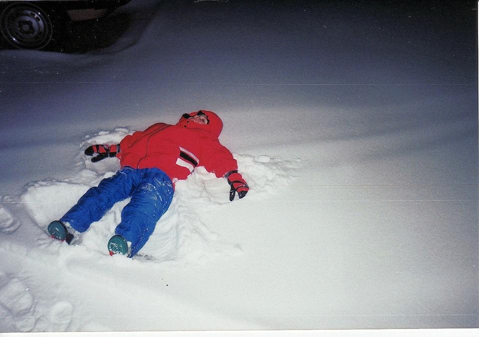 winter-snow-angels