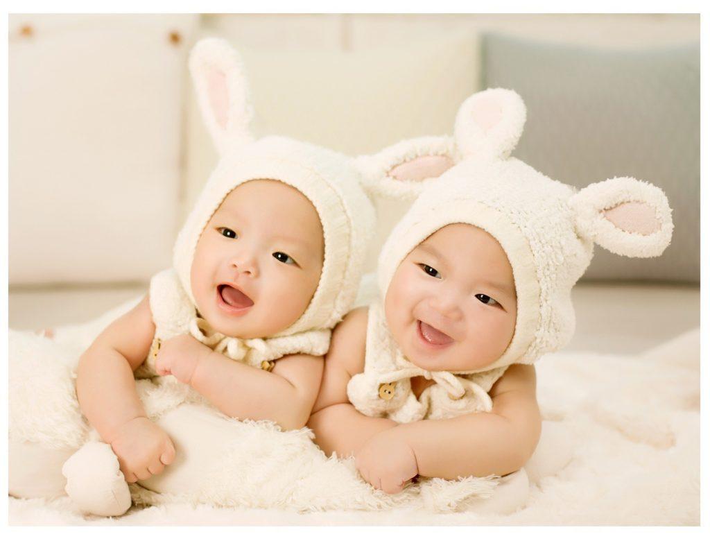 raising identical twins
