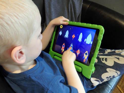 kid playing with kidloland